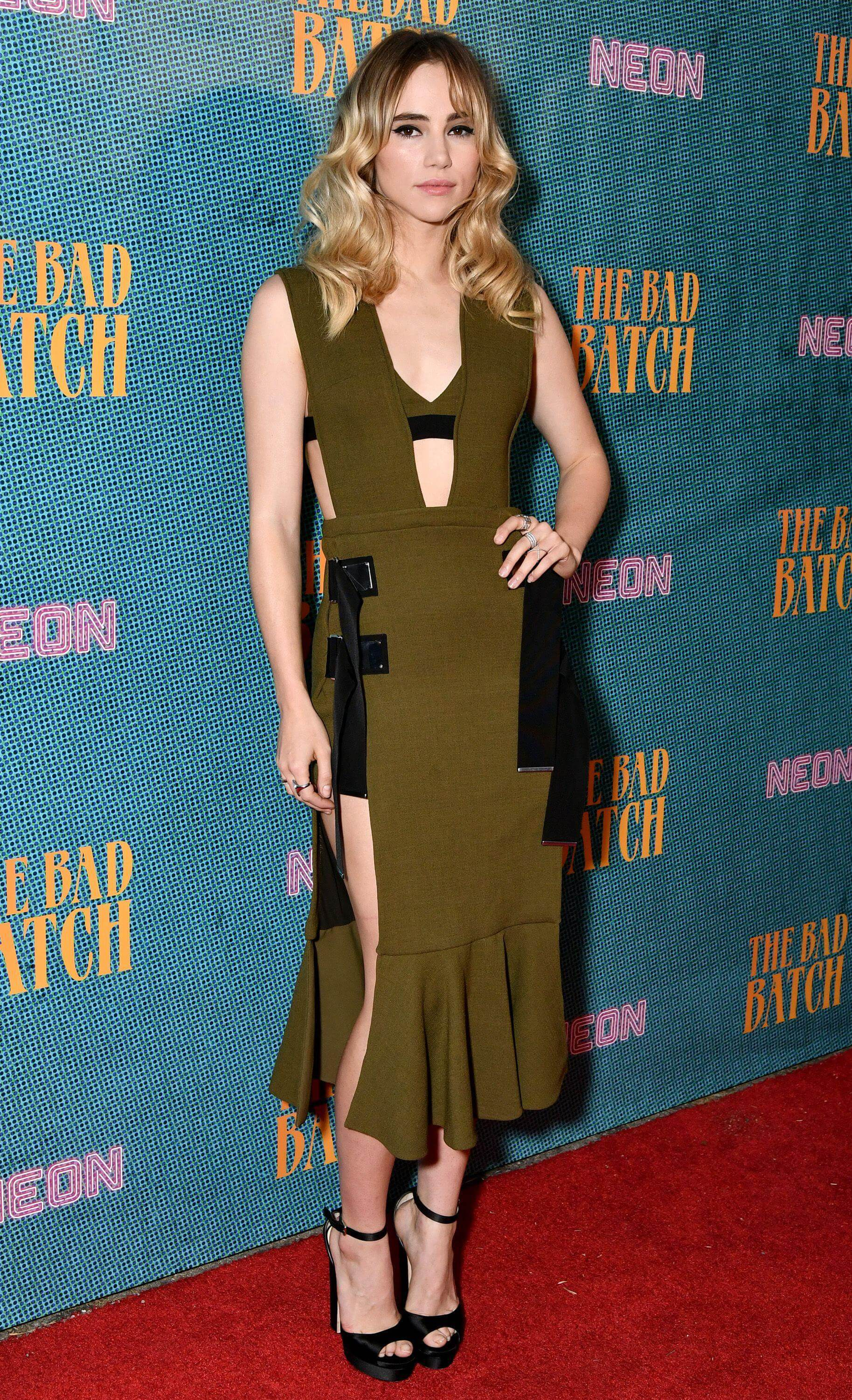 Suki Waterhouse awesome dress