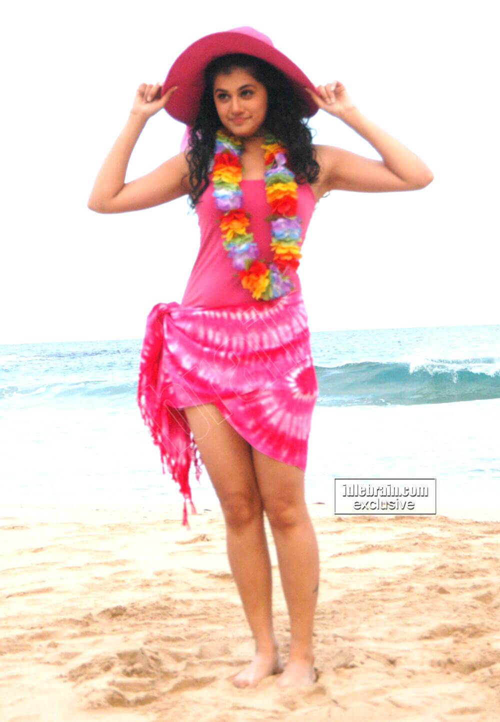 Taapsee Pannu hot legs pic