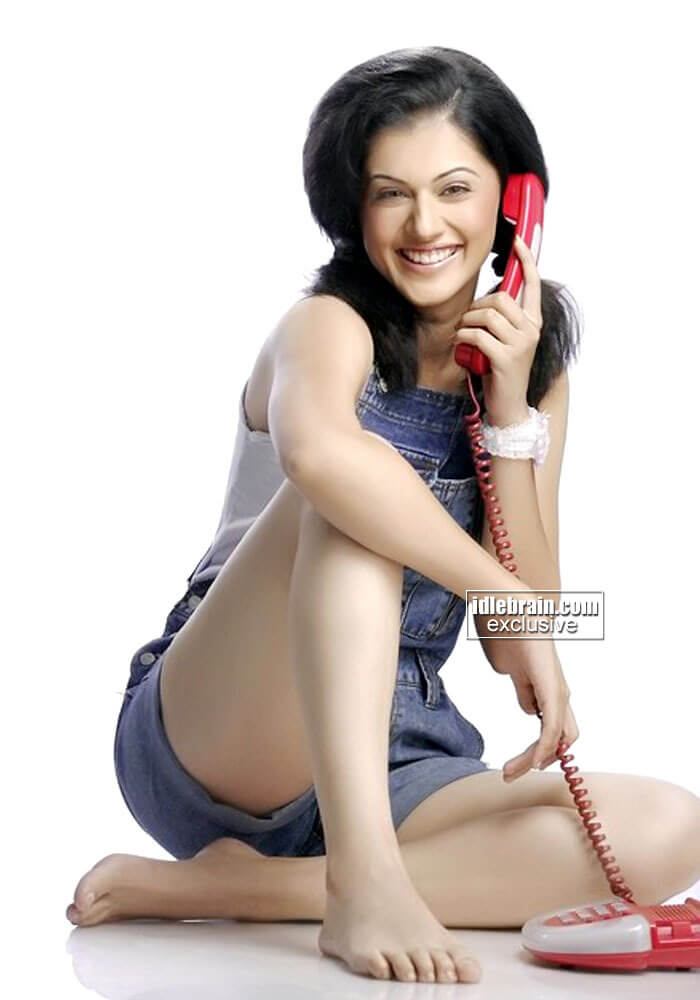 Taapsee Pannu hot smile
