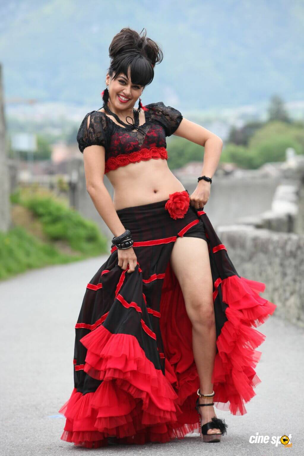 Taapsee Pannu hot thighs pic