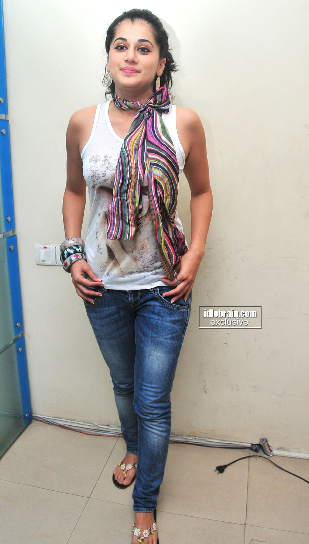 Taapsee Pannu sexy jeans pic