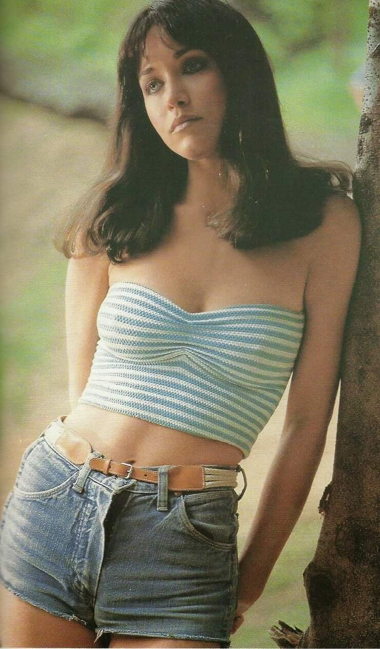 Tanya Roberts awesome cleavages (2)
