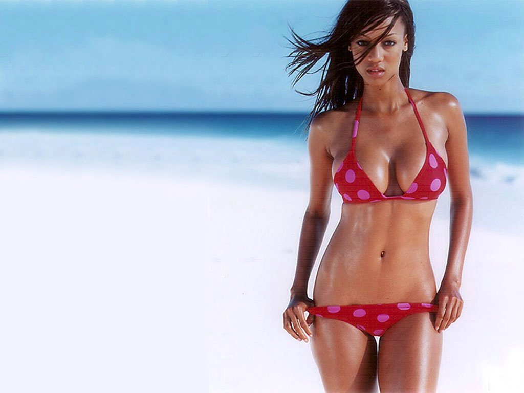 Tyra Banks Hot in Bikini