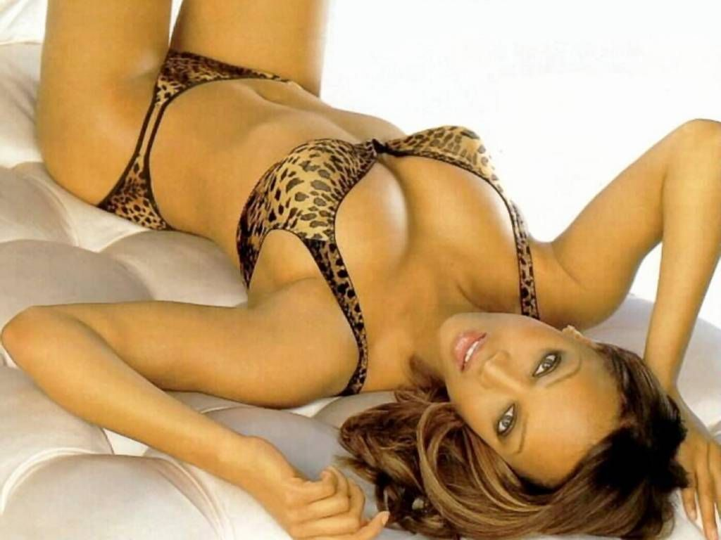 Tyra Banks Hot in Lingerie
