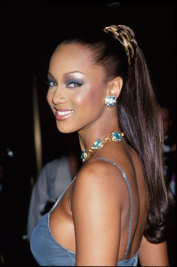 Tyra Banks Side Boobs