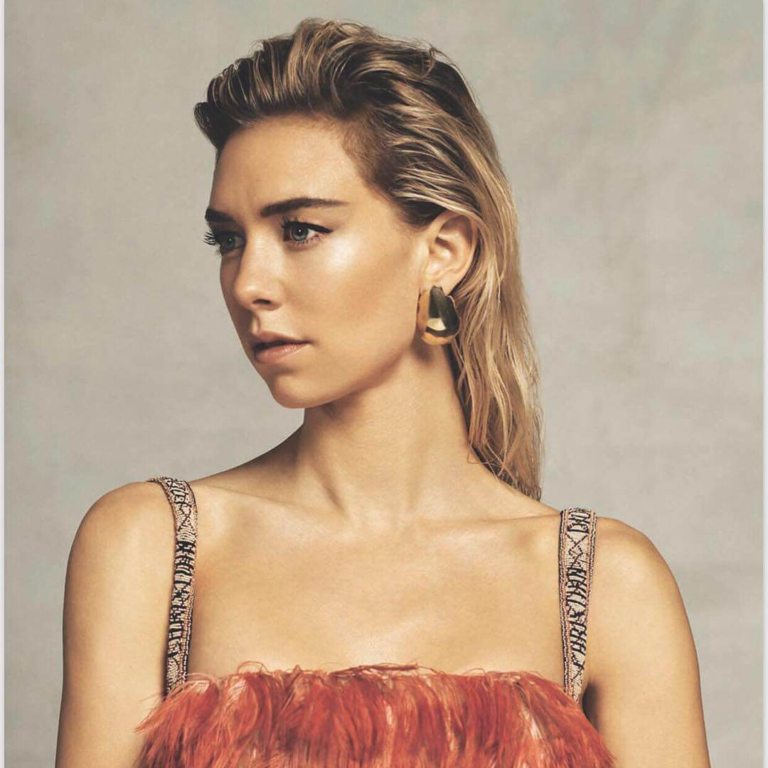 Vanessa Kirby sexy cleavages pics