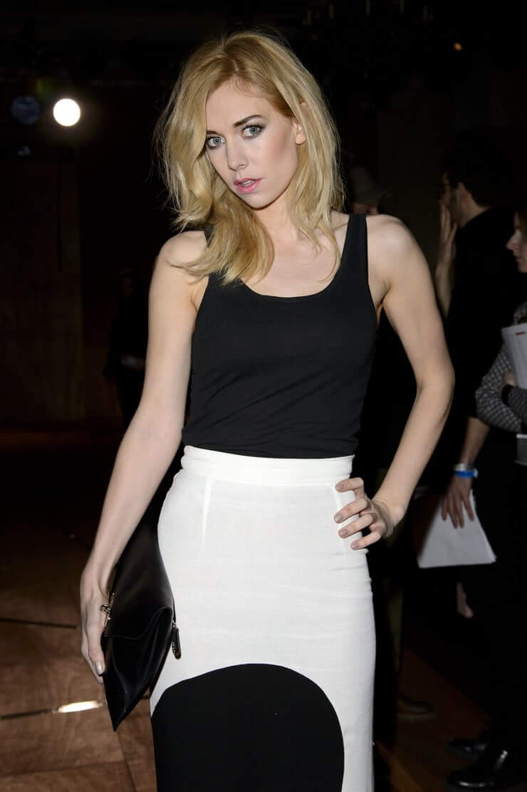 Vanessa Kirby sexy pictures (2)