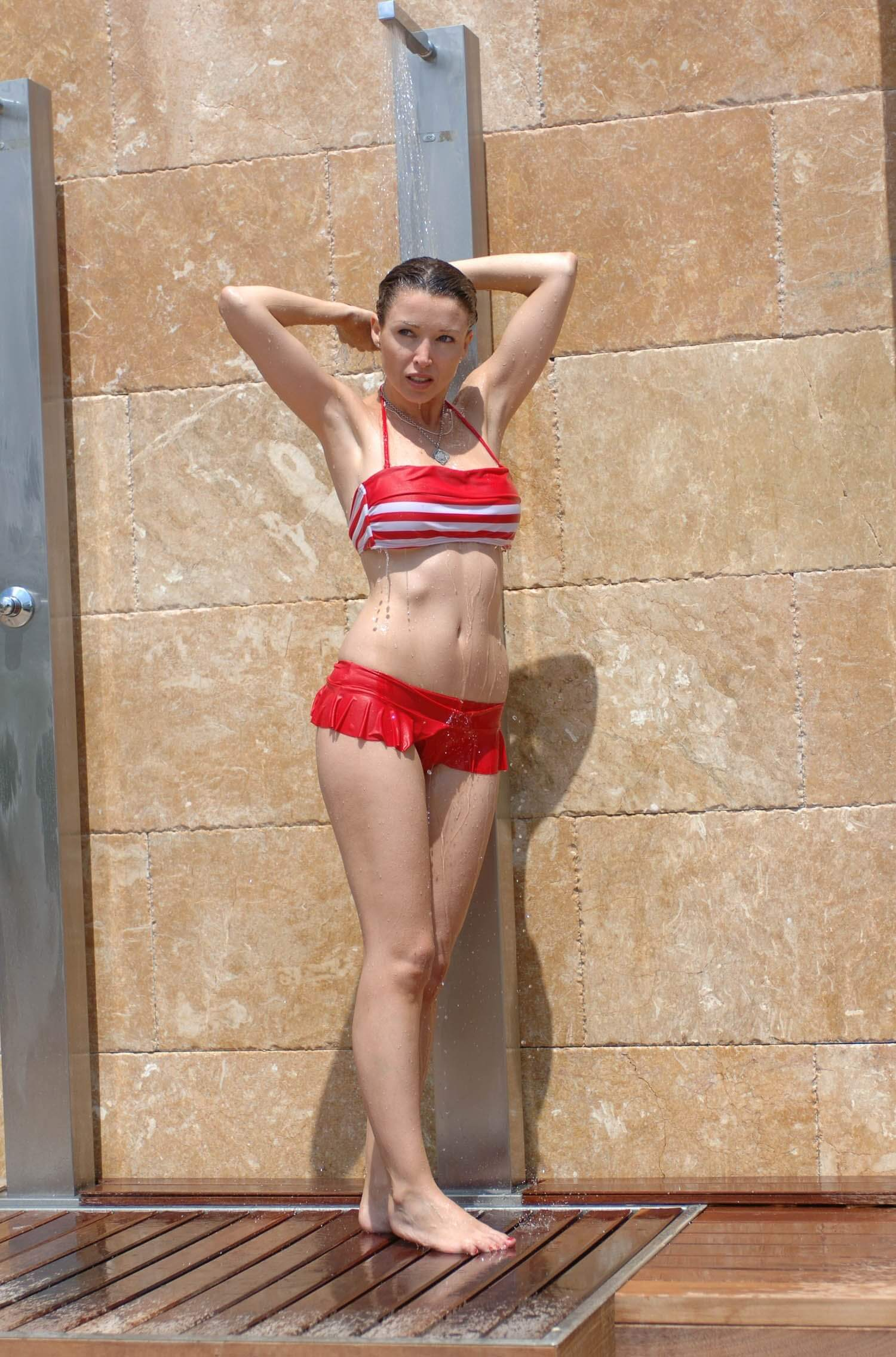 dannii minogue sexy bikini photos