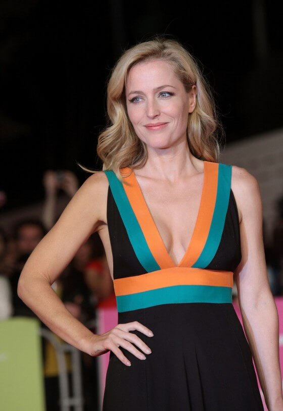 gillian anderson cleavage pictures