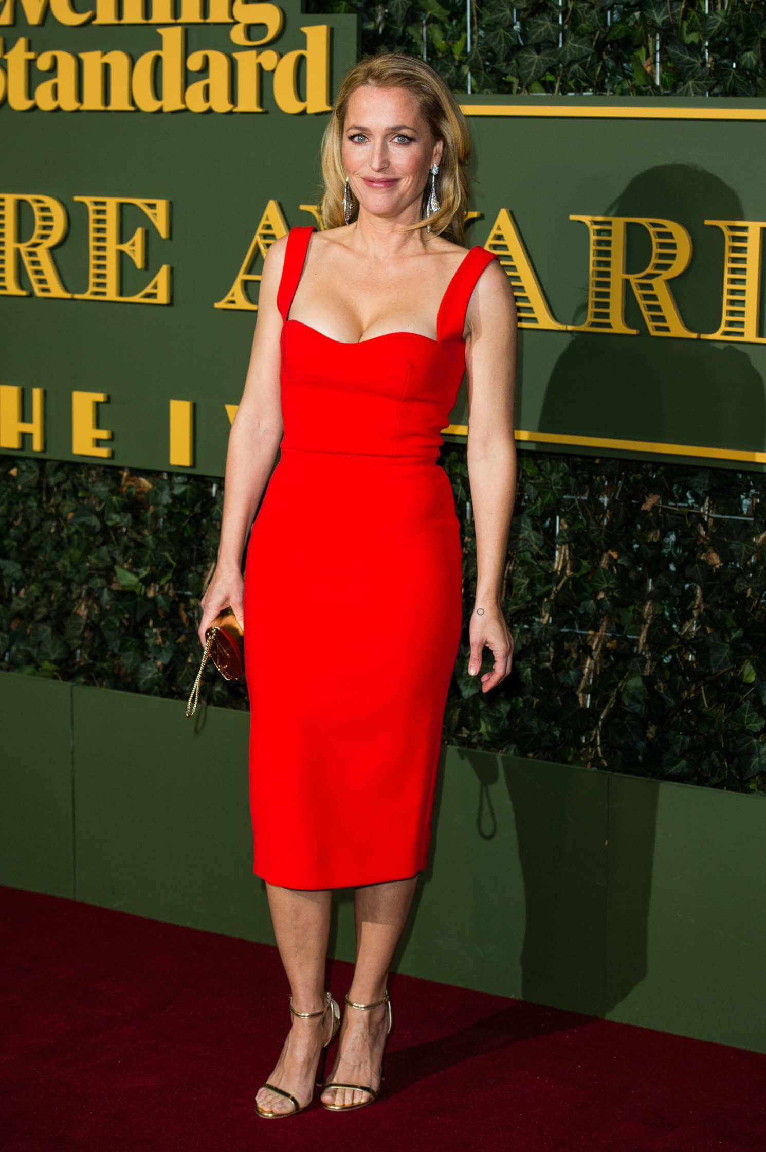 gillian anderson red dress