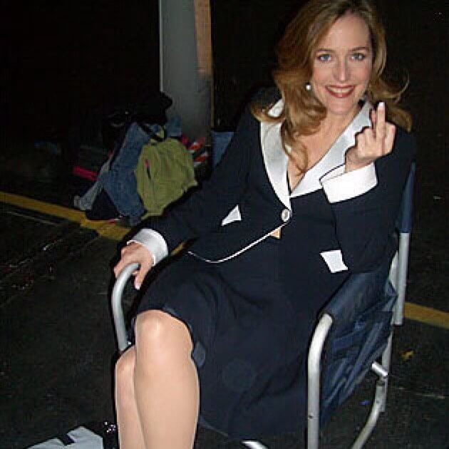 gillian anderson showing her middle finger