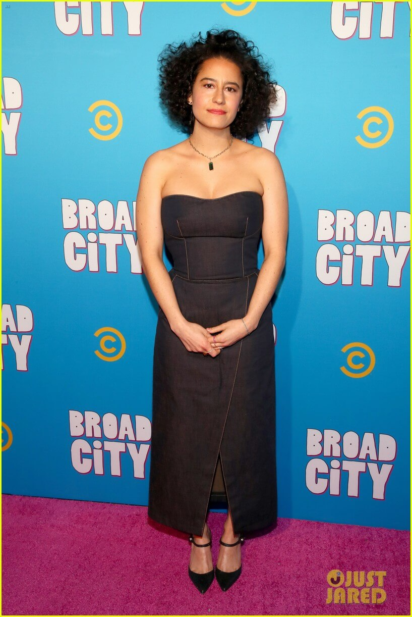 ilana glazer sexy cleavages picture