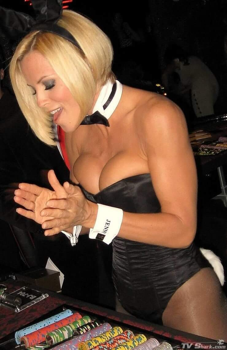 jenny-mccarthy cleavages pics