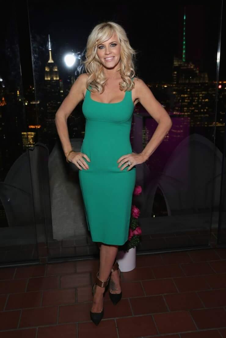 jenny-mccarthy green dress