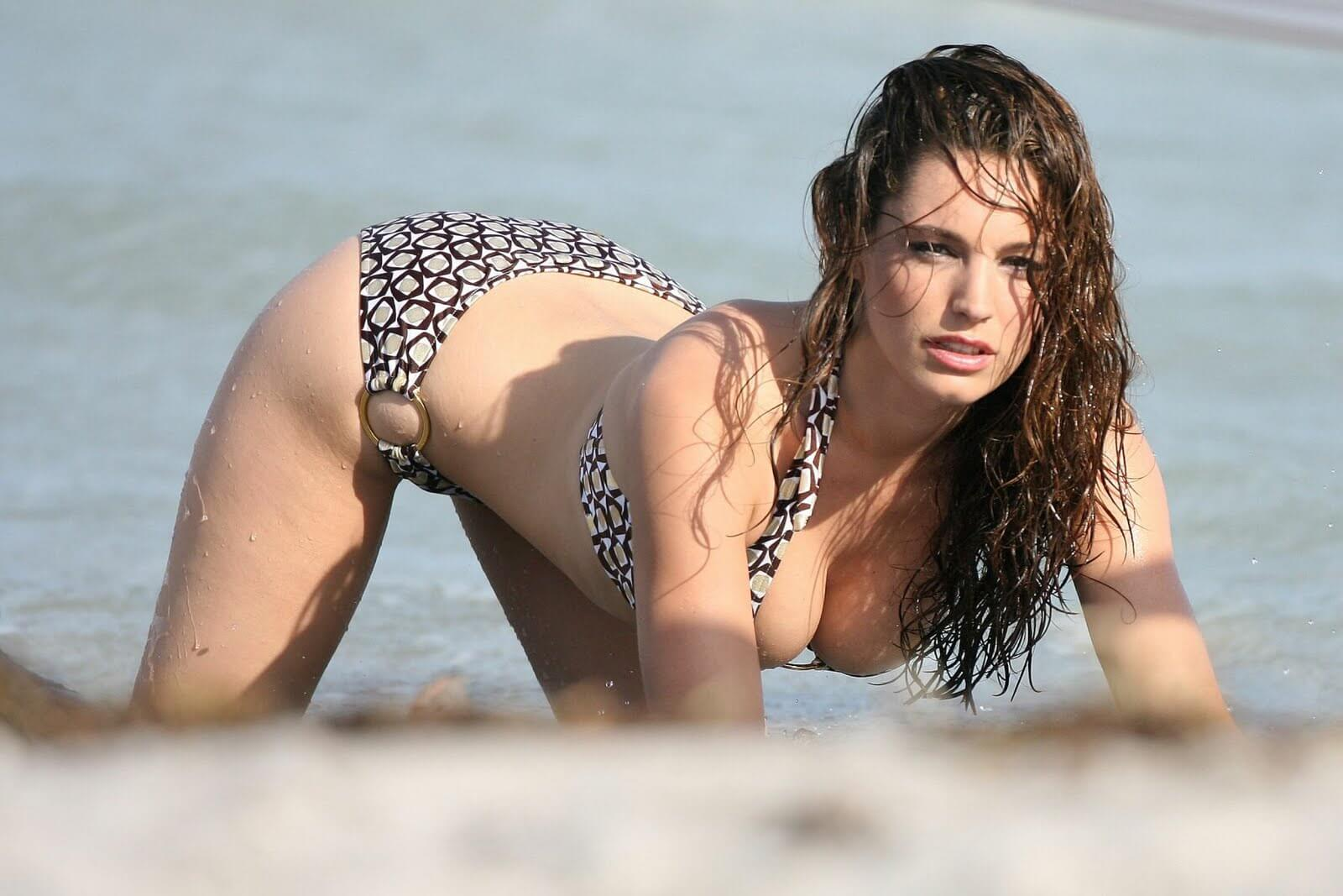 kelly-brook-awesome