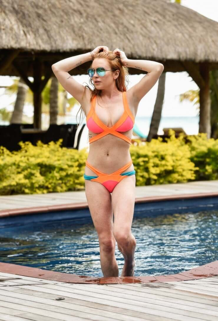 lindsay lohan swimsuit pictures