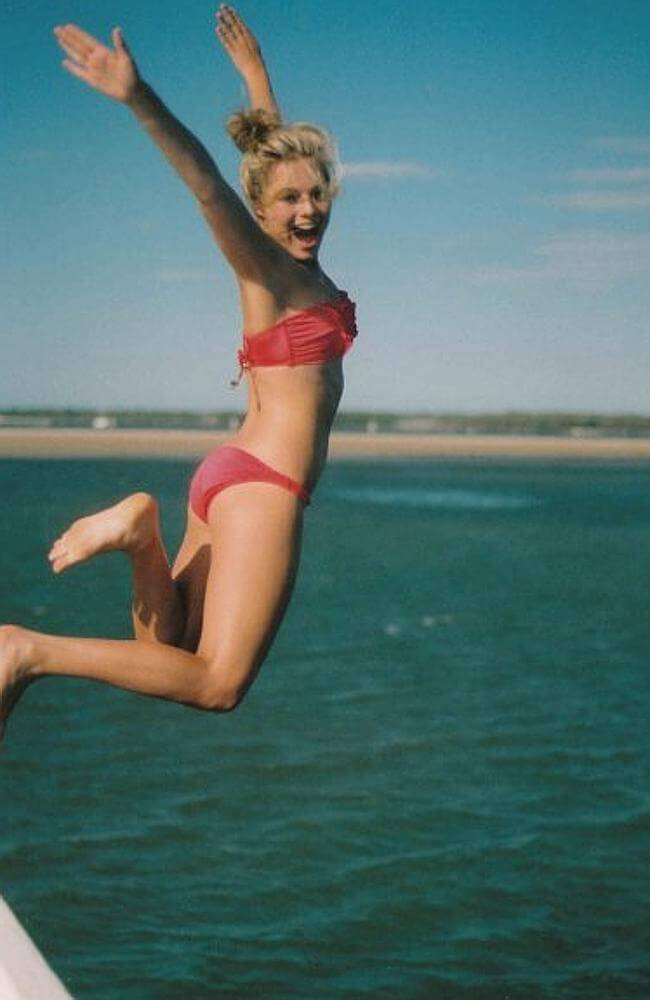 margot robbie awesome pictures