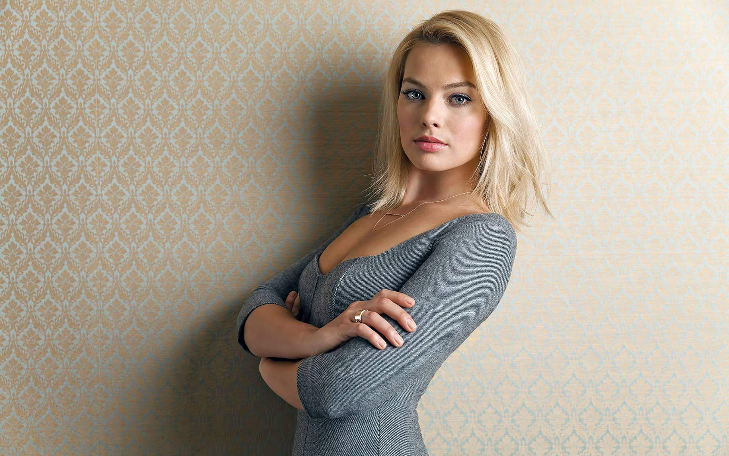 margot robbie hot busty pic