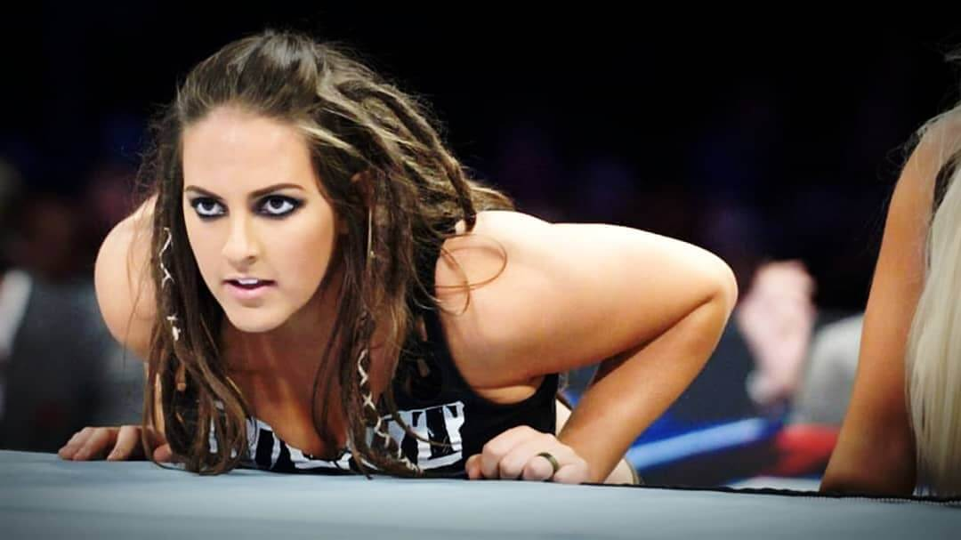 sarah logan hot eyes