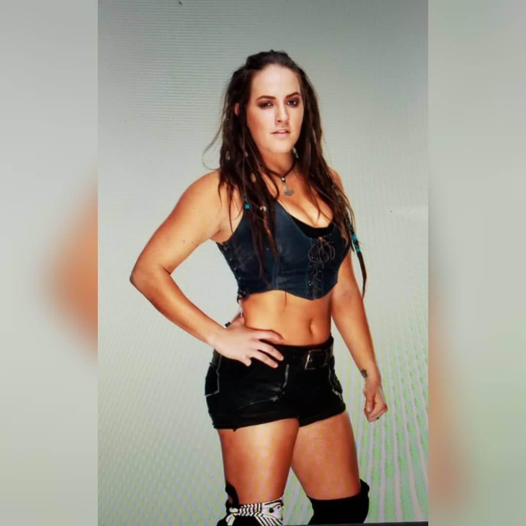 sarah logan too hot