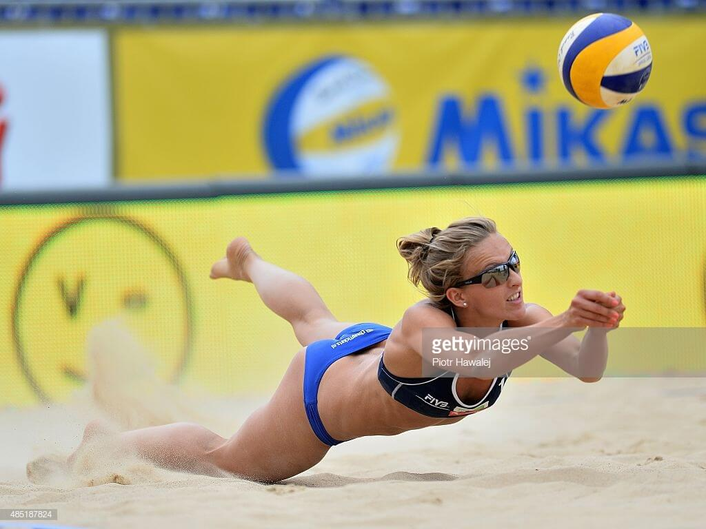 sophie van gestel hitting the ball