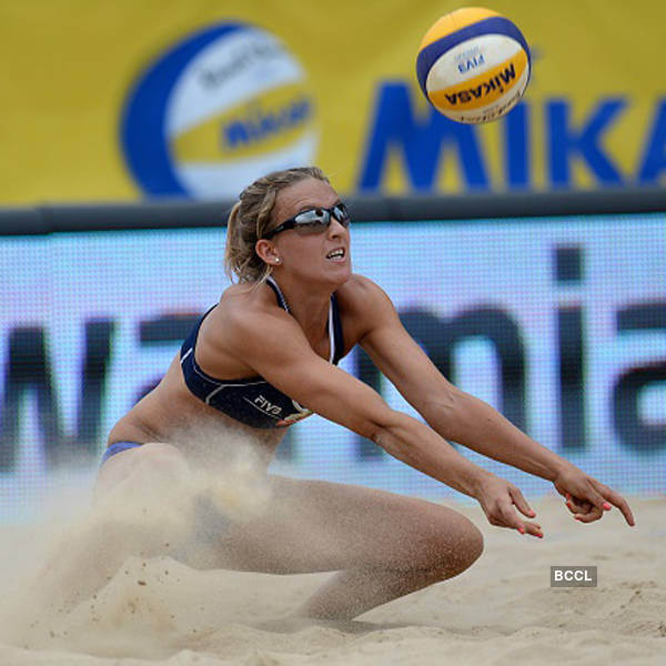 sophie van gestel playing volleyball