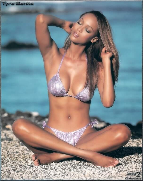 tyra banks hot cleavage
