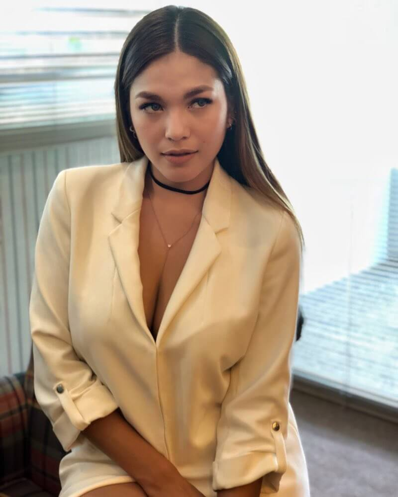 Andrea Torres sexy white jacket