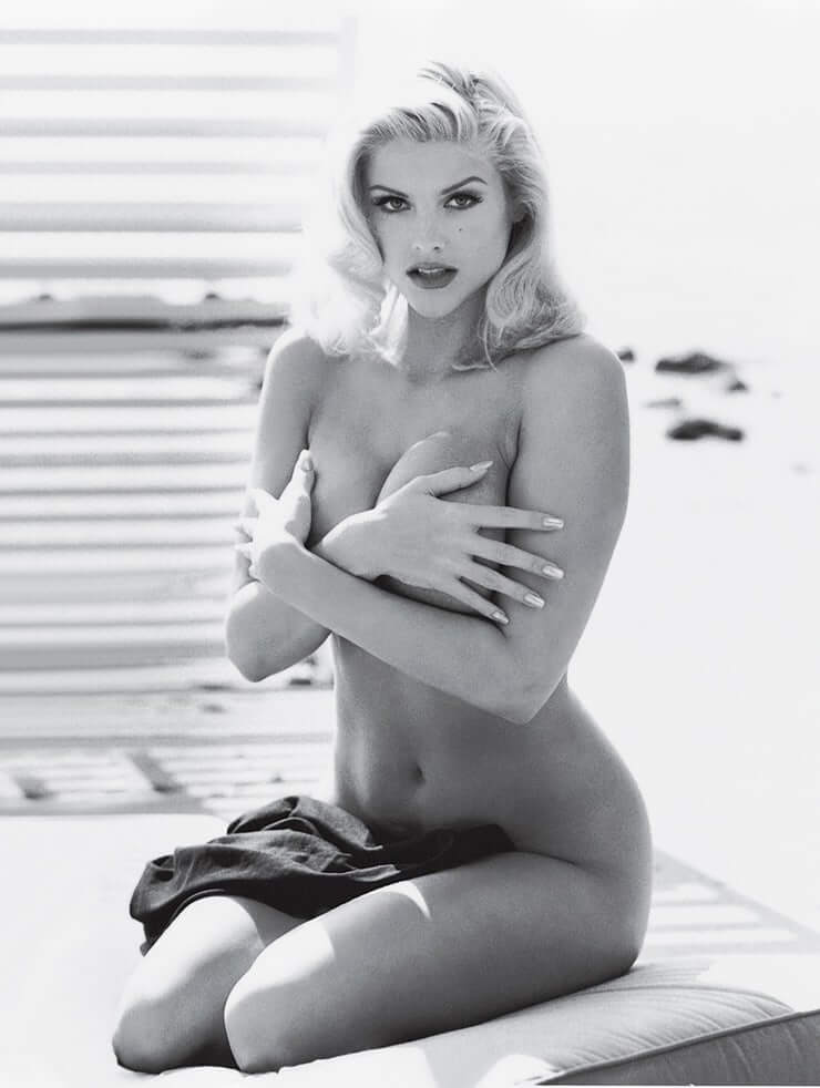 Anna Nicole Smith busty hot