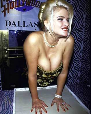 Anna-Nicole-Smith-cleavage