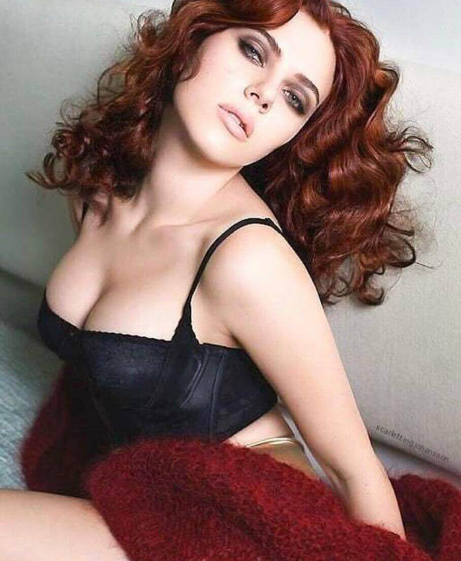 Black Widow cleavage pictures