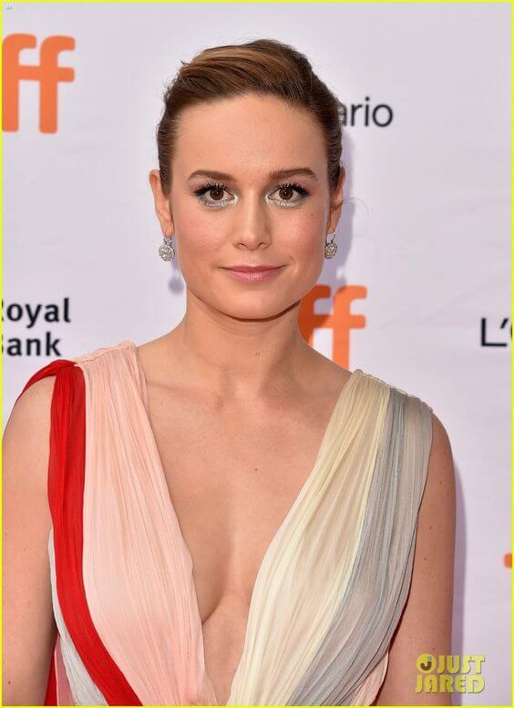 Brie Larson hot cleavage pic
