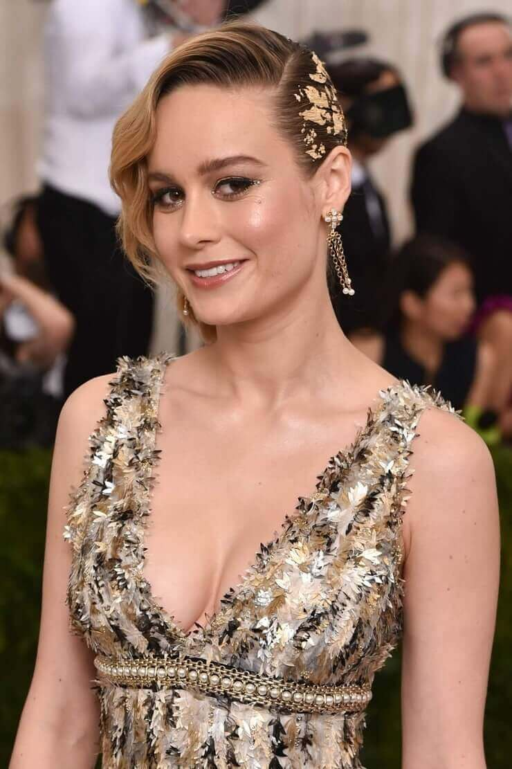 Brie Larson sexy cleavage