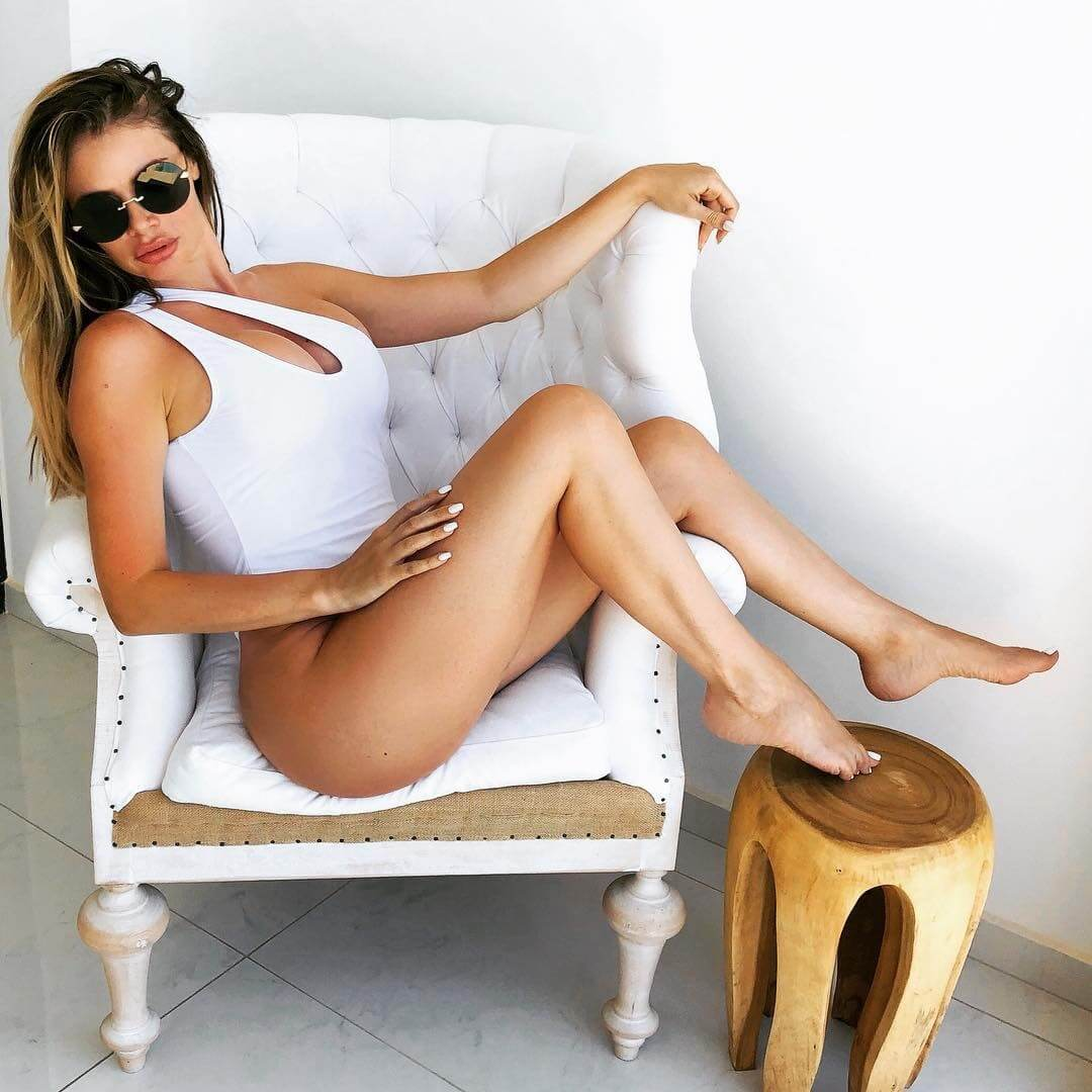 Chloe Sims awesome thighs pic