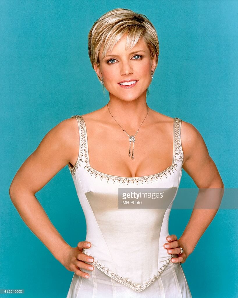 Courtney Thorne-Smith sexy busty picture (2)
