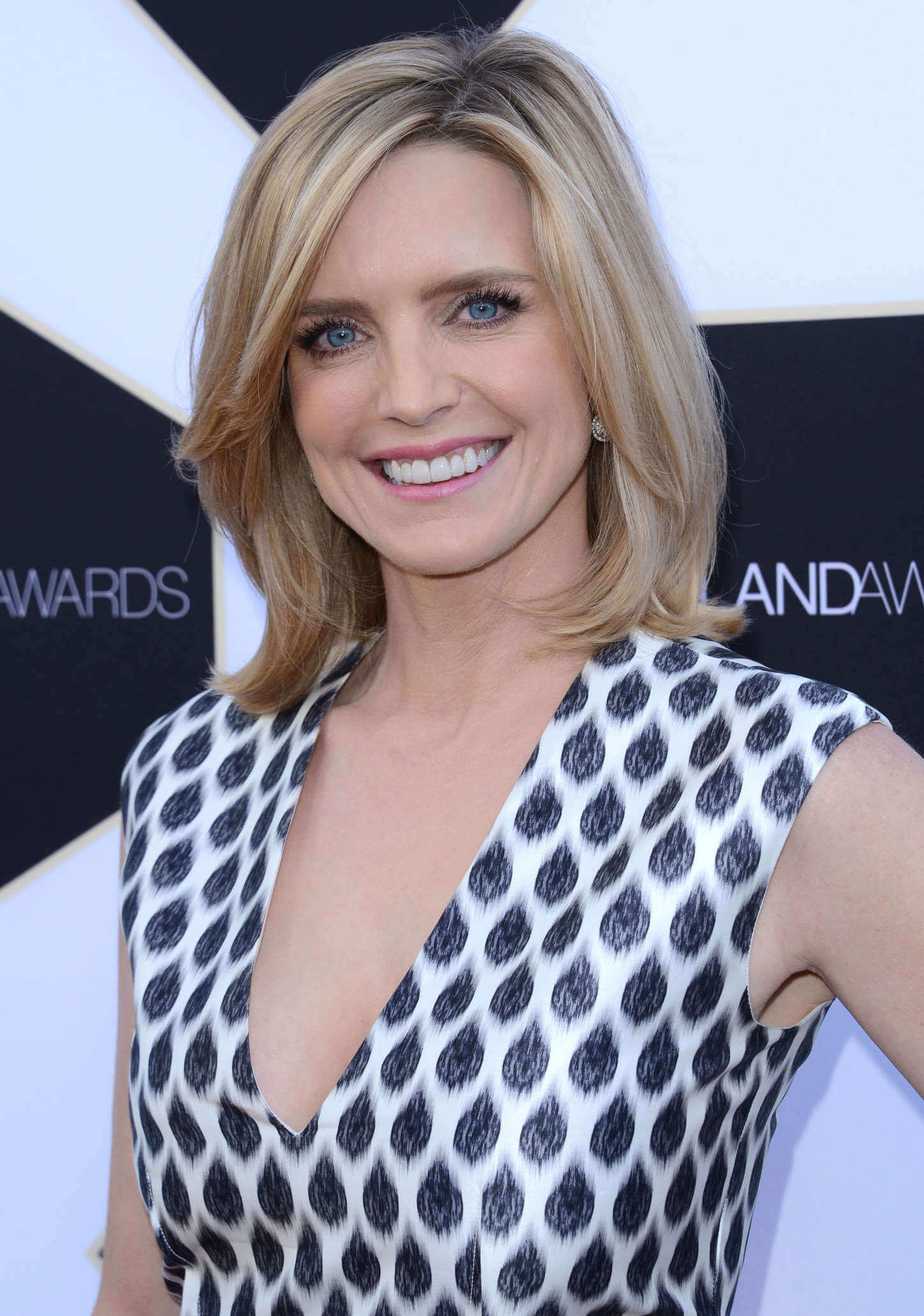 Courtney Thorne-Smith sexy cleavage picture