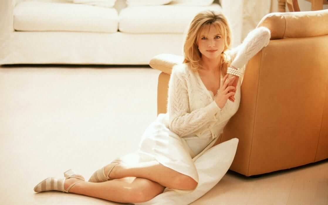 Courtney Thorne-Smith sexy leg