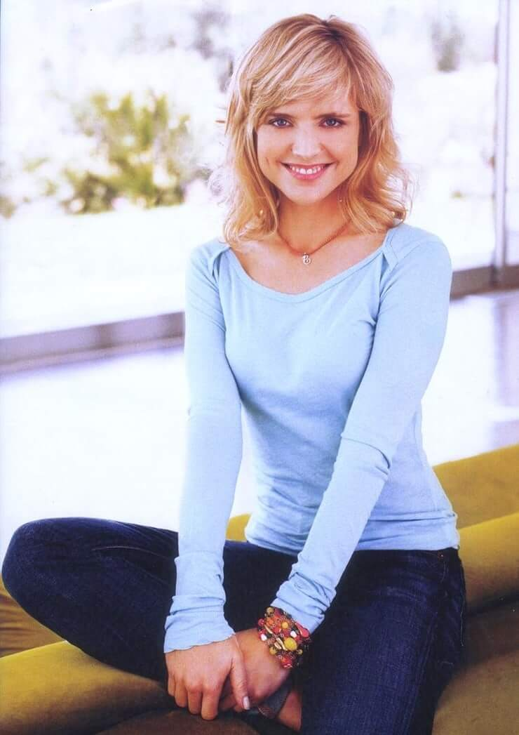 Courtney Thorne-Smith sexy pcitures