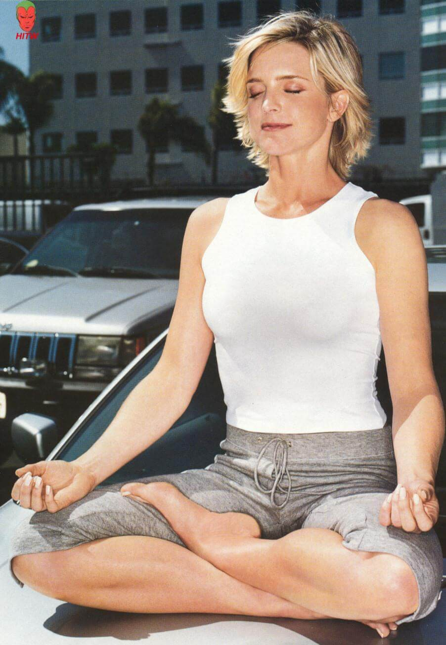 Courtney Thorne-Smith sexy side photo