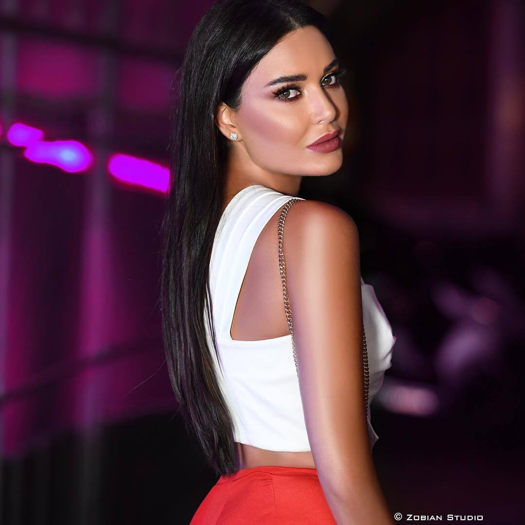 49 hot photos of Cyrine Abdelnour are going to cheer you up