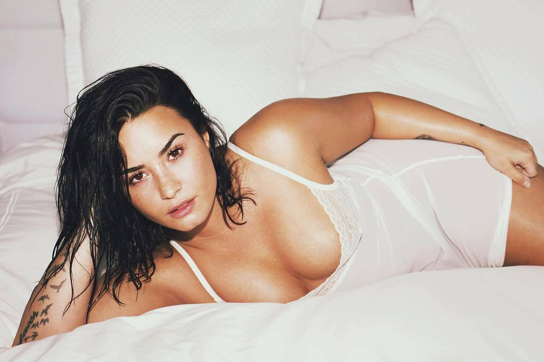 Demi Lovato hot cleavages
