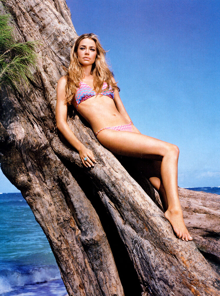 Denise richards Sexy legs