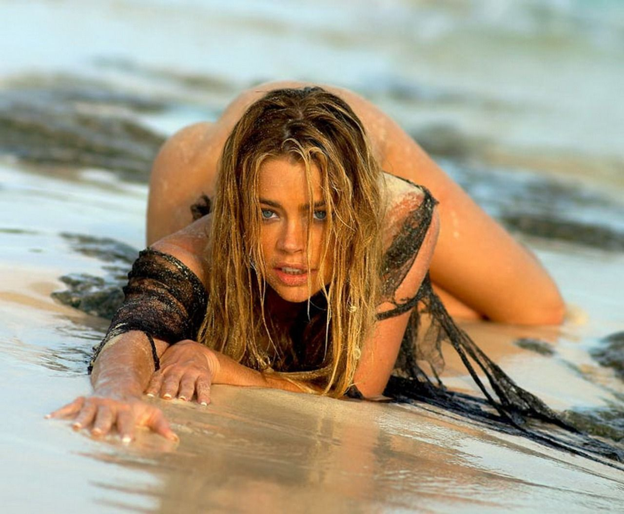 Denise richards Sexy