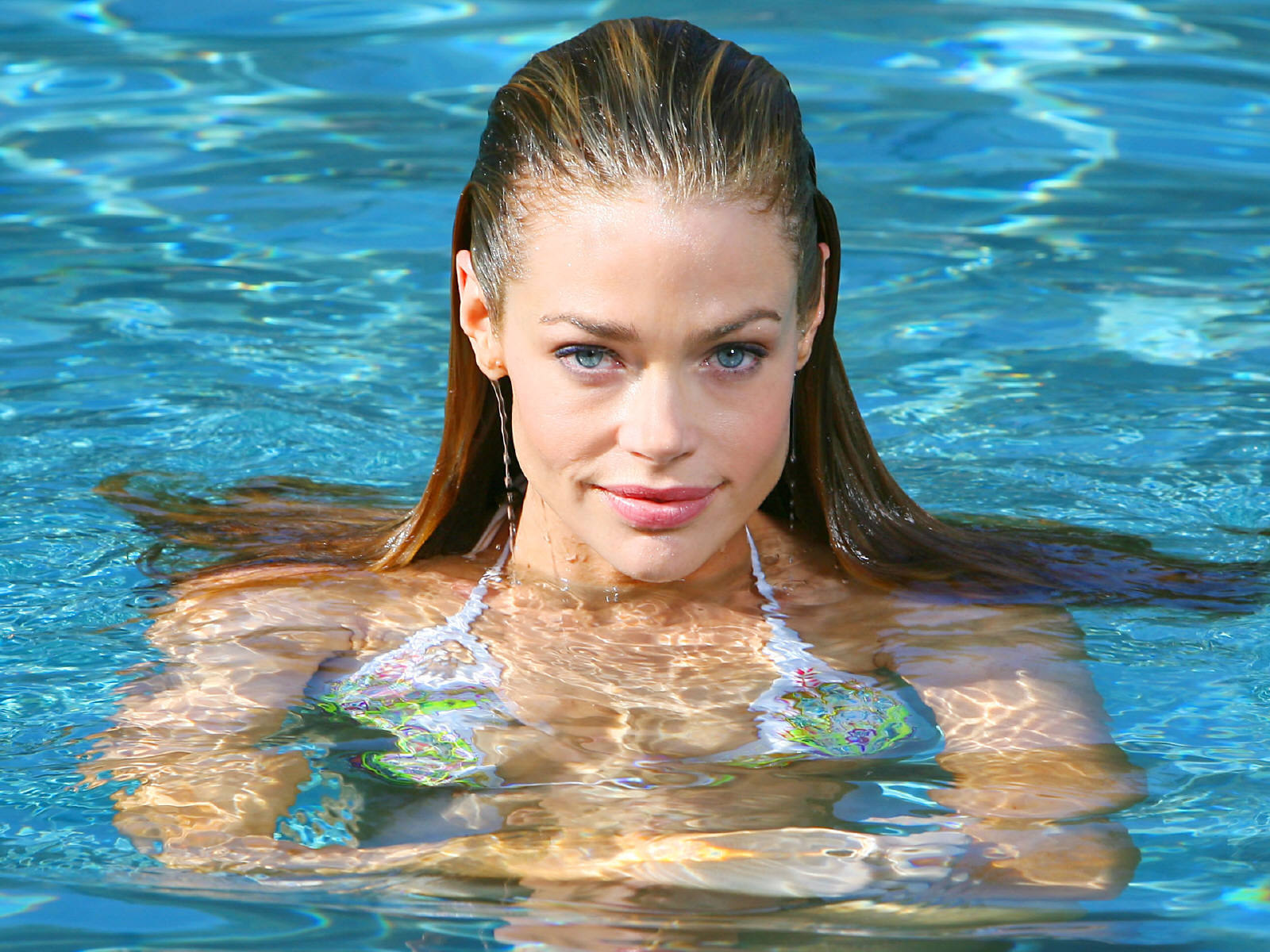 Denise richards on Swimming Pool
