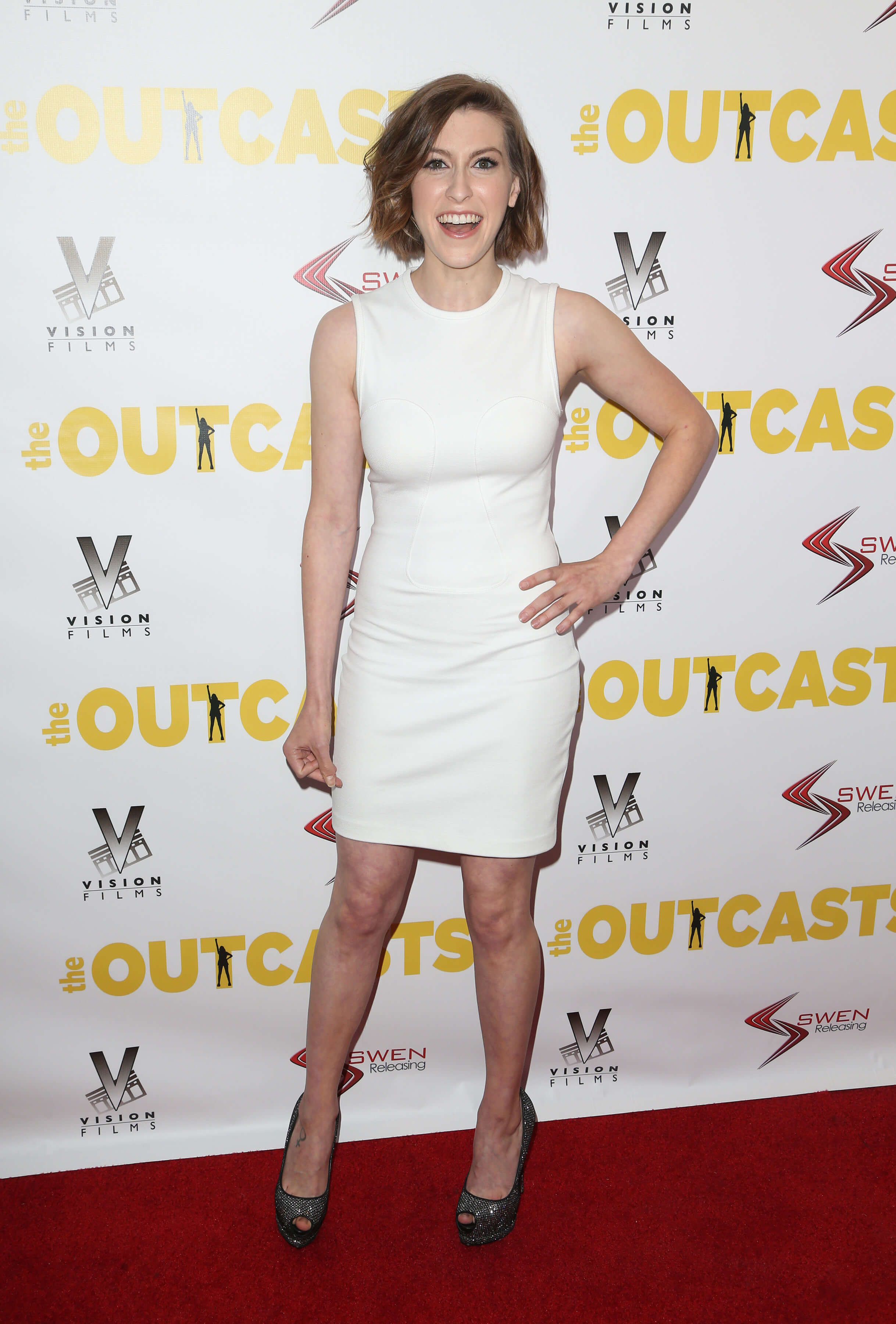 60+ Sexy Eden Sher Boobs Pictures Which Get You Addicted