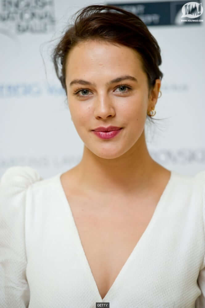 Jessica Brown Findlay sexy cleavages pic (2)