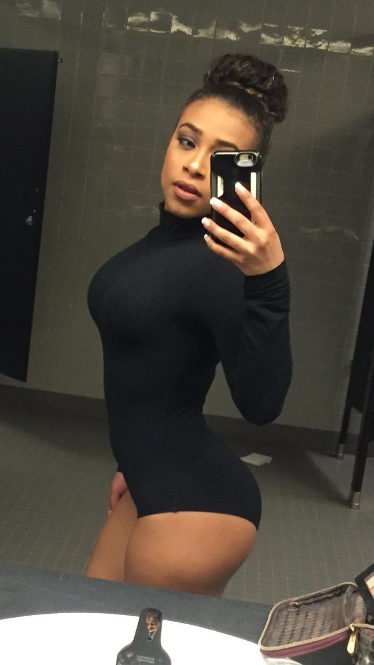 JoJo Offerman hot selfie pic