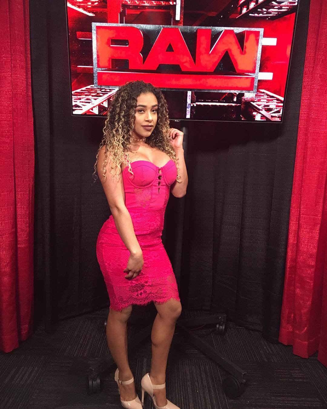 JoJo Offerman pink dress pic