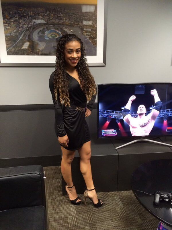 JoJo Offerman sexy black dress pic