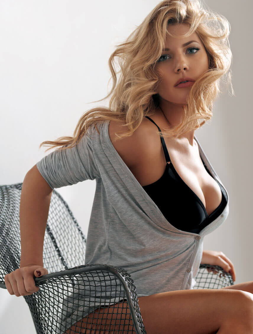 Katheryn-Winnick-sexy-cleavages-2